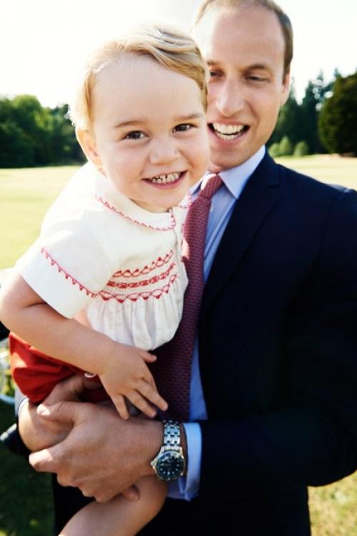 Кенсингтонский дворец выпустил фото принца Георга с его отцом накануне его двухлетия 22 июля 2015 года