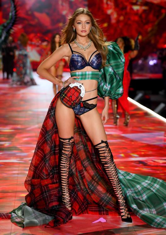 5be54485b5d56 - Victoria`s Secret Fashion Show 2018