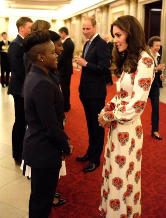Кейт Миддлтон в Alexander McQueen на встрече в Букингемском дворце с олимпийскими и параолимпийскими атлетами