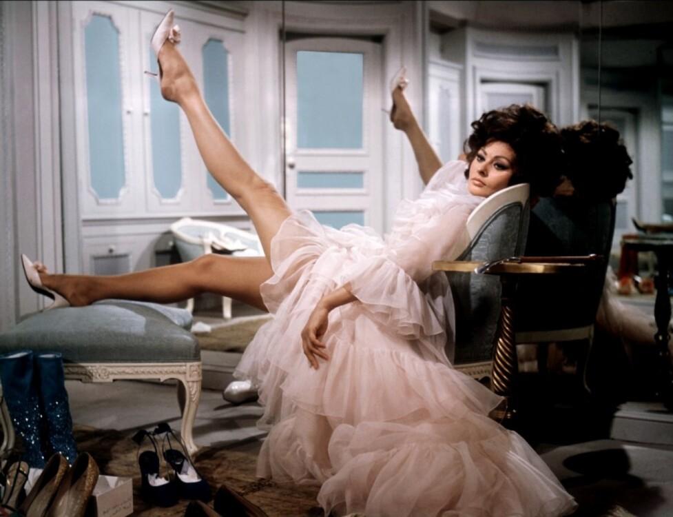 Софи Лорен в Yves Saint Laurent в фильме Стэнли Донена «Арабеска», 1966