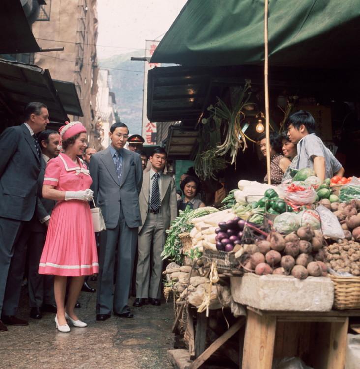 Єлизавета II на ринку в Гонконзі 1975 року