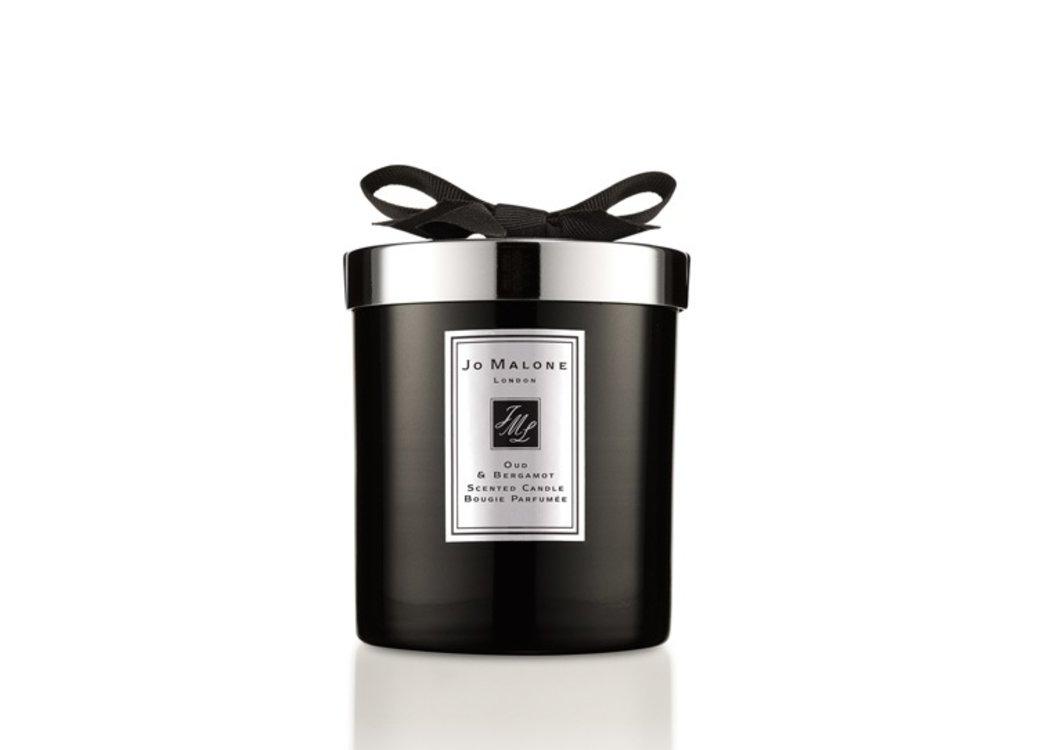 Свеча ароматная Velvet Rose & Oud с аккордом черной дамасской розы и легким дымком удового дерева