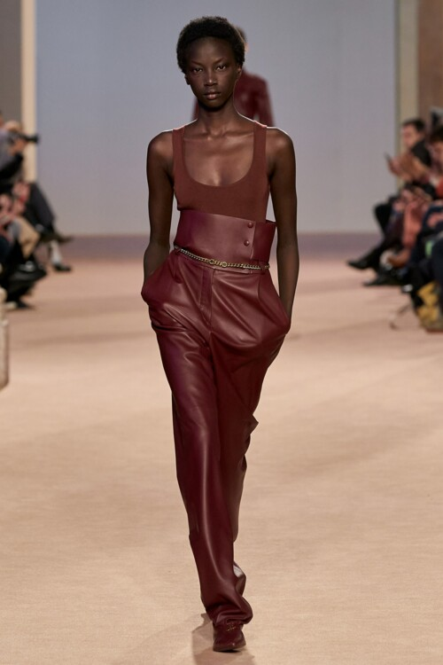 Кожаные брюки в коллекциях осень-зима 2020/2021 фото