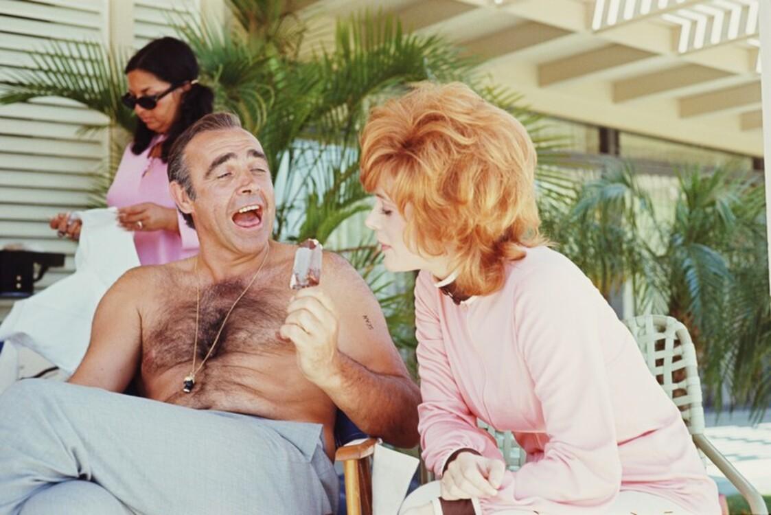 Шон Коннері і Джилл Сент-Джон на зйомках фільму «Діаманти залишаються назавжди», 1971