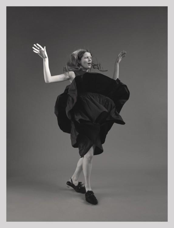 Платье Molly Goddard и туфли Simone Rocha