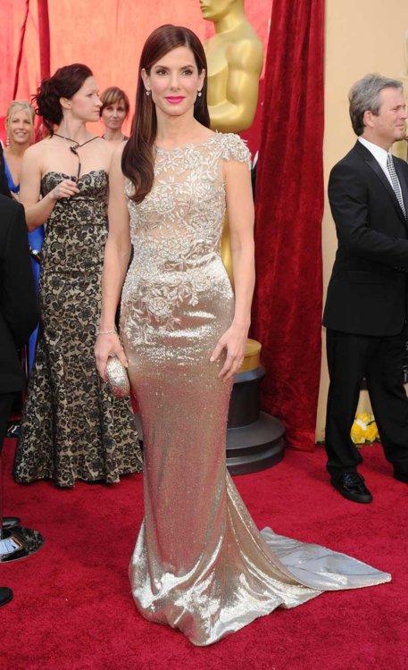 2010 год: Сандра Буллок в платье Marchesa
