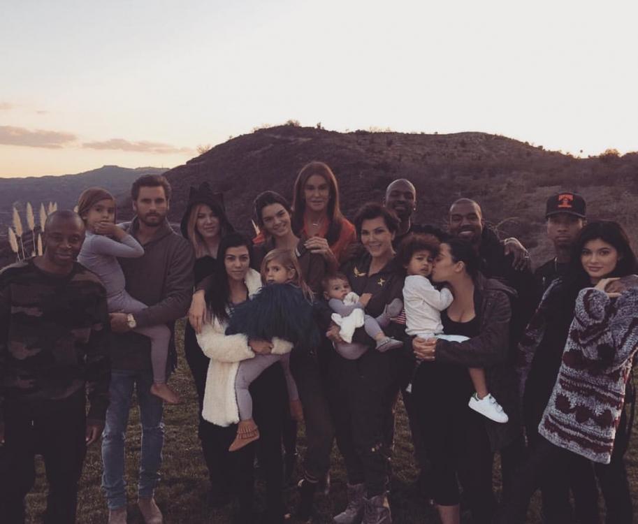 По-семейному День благодарения провела и Кендалл Дженнер