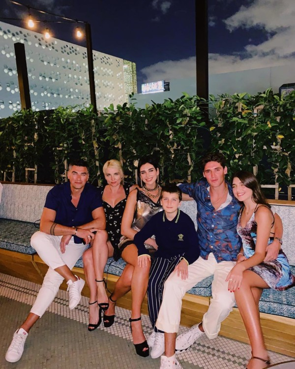 Дуа Липа со своей семьей