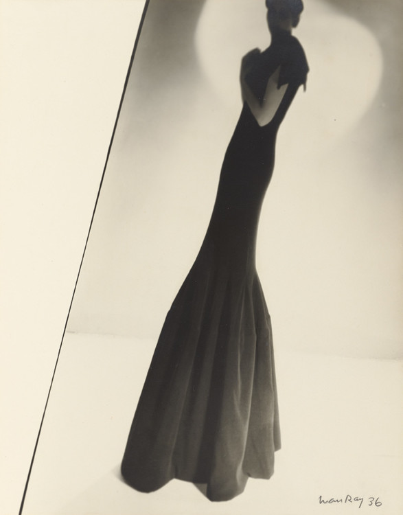 Model Wearing a Gown by Augustabernard, 1936. Фото - Ман Рэй