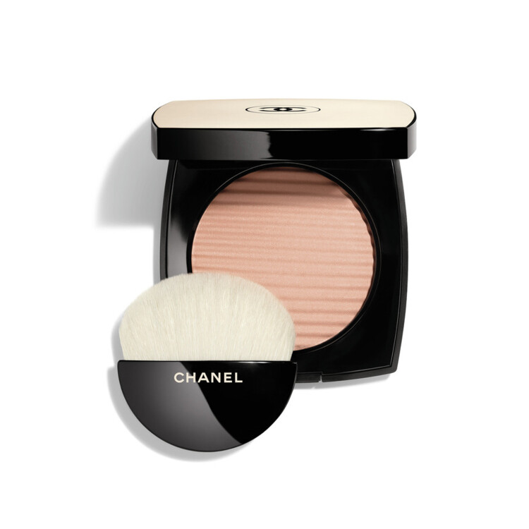Пудра с эффектом естественного сияния кожи Les Beiges Healthy Glow Luminous Color оттенка Light, Chanel