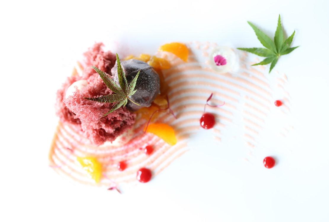Парфе из роз и мороженое со специями
