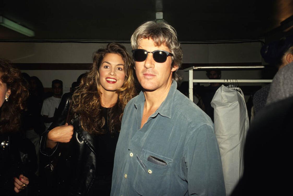 Синди Кроуфорд и Ричард Гир на показе Chanel во время Недели моды в Париже в 1990-х годах в Париже
