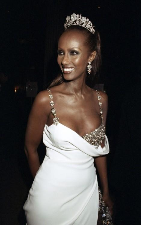 Иман в платье Versace на Met Gala в 1997 году