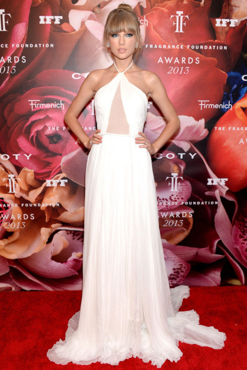 Тейлор Свифт в Emilio Pucci на Fragrance Foundation Awards, 2013