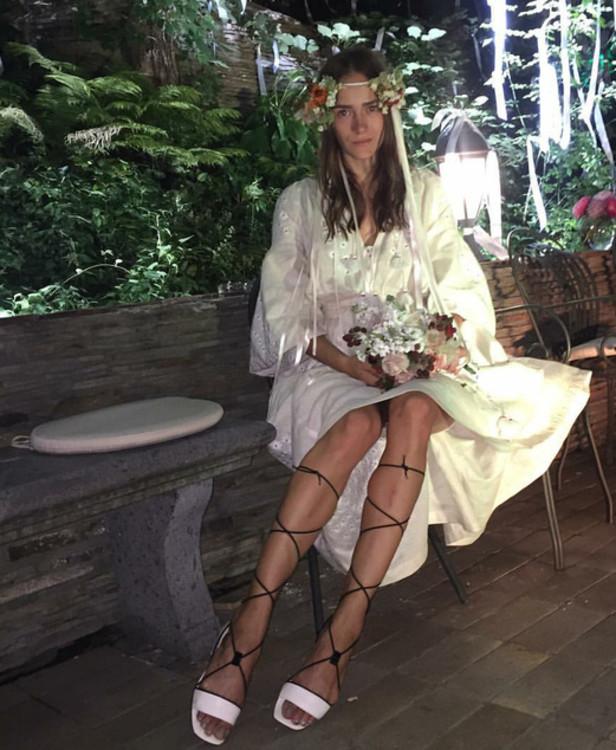 Надя Шаповал в платье-вышиванке этно-бренда Vita Kin
