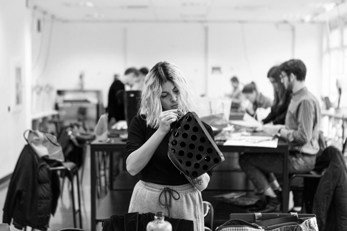 Лаборатория дизайна сумок в институте Polimoda