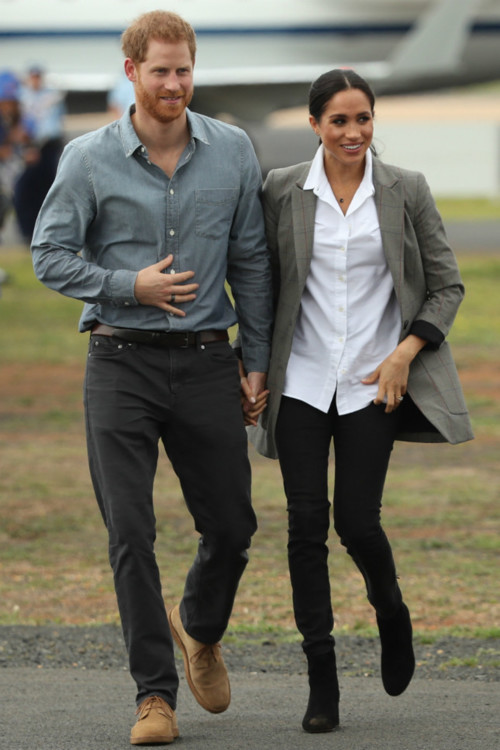 Сорочка Maison Kitsuné, жакет Serena Williams, джинси Outland Denim, черевики J.Crew, прикраси Natalie Marie Jewellery