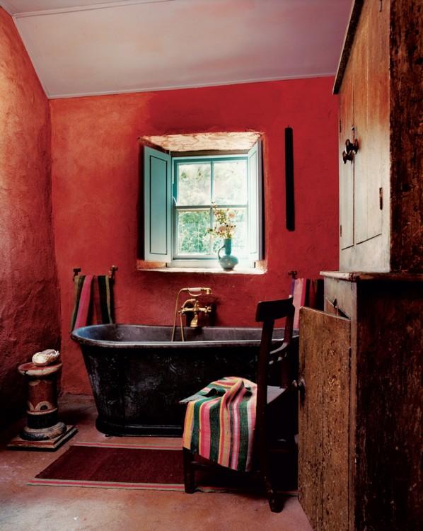 Мексиканская эстетика ирландского коттеджа с французским акцентом в виде свинцовой ванны 19-го века. Фото: Франсуа Алар, Vogue, 2004