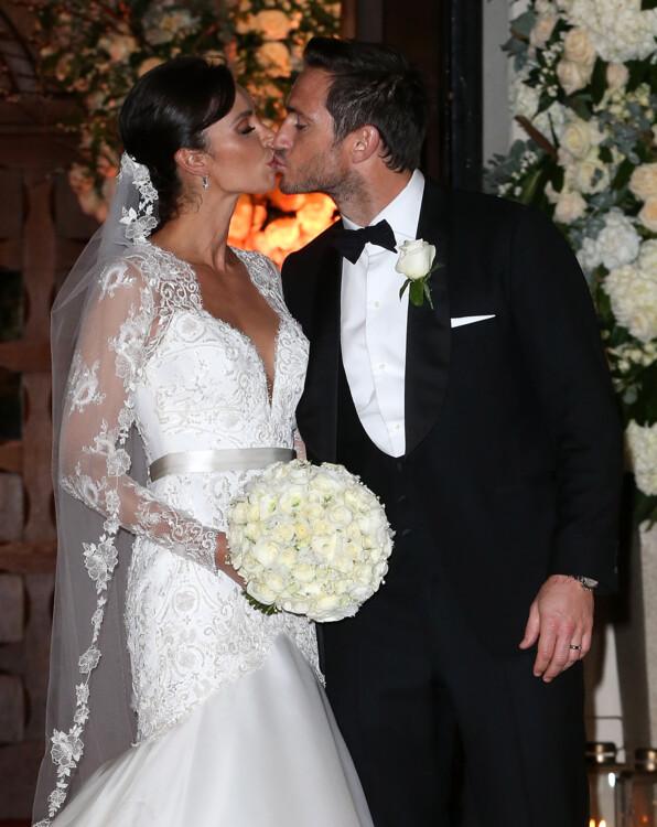 Кристин Бликли в свадебном платье от дизайнера Сюзанн Невилл