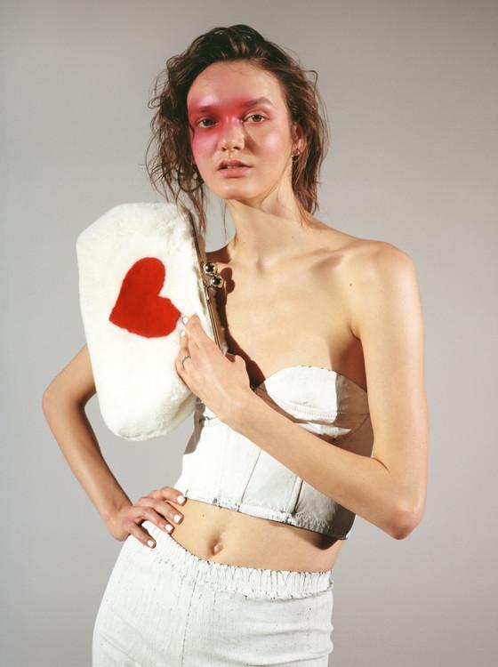 Костюм - Ksenia Schnaider,  клатч - Blood & Honey, ботинки - Dr. Martens, сережки - Rassvet Store