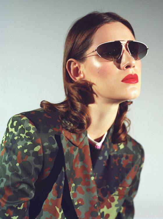 Костюм и обувь - AMG, топ - Dina Lynnyk, очки - Dior