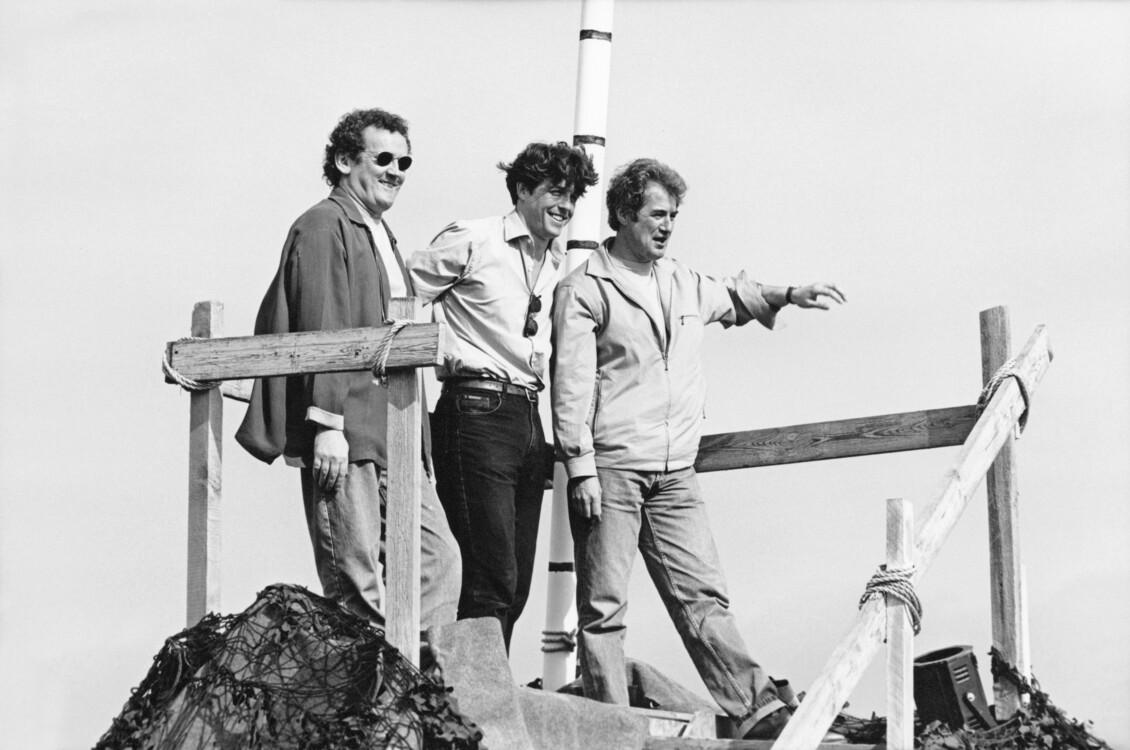 Колм Мини, Хью Грант и Кристофер Монгер представляют свой фильм «Англичанин, который поднялся на холм, а спустился с горы»  во время Каннского кинофестиваля, 1995