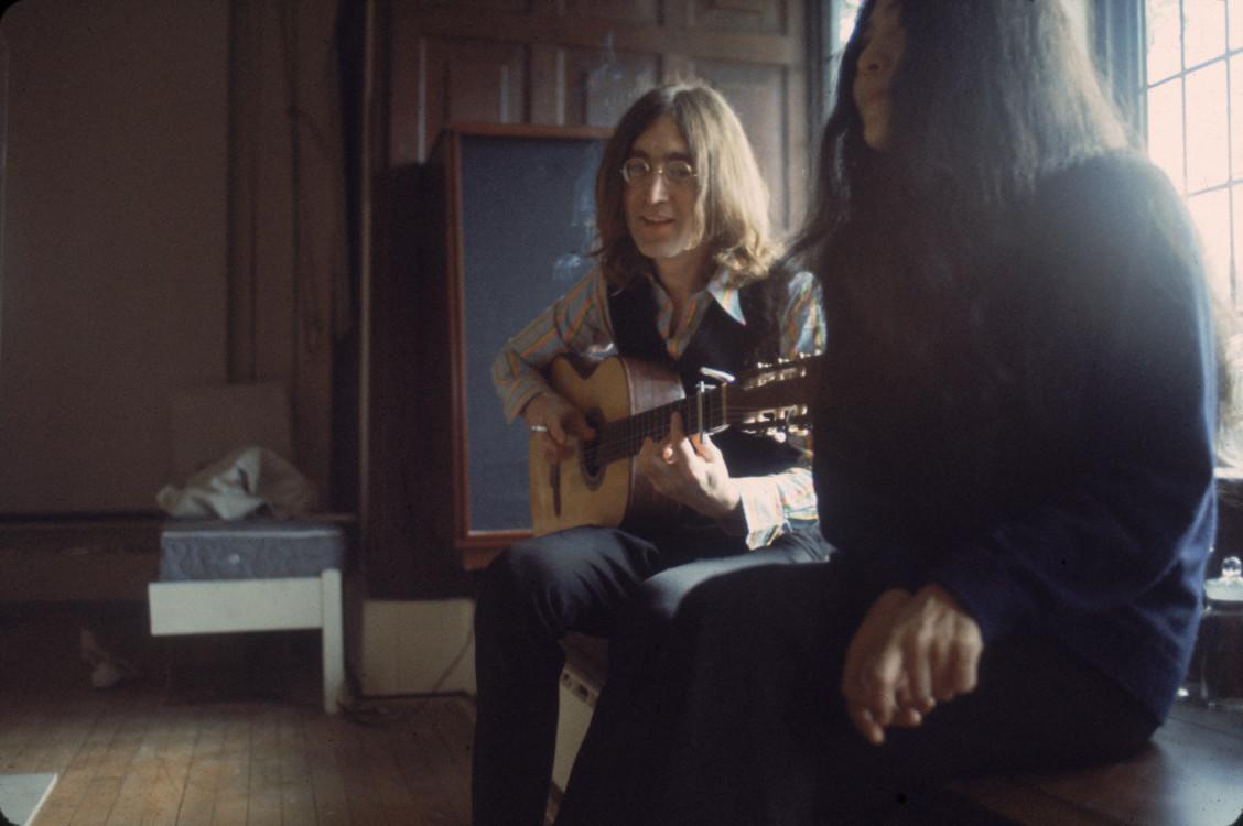 Джон Леннон грає для Йоко Оно, 1968 рік