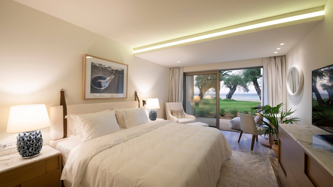 King Emeral Retreat Guest Room в Domes Miramare, a Luxury Collection Resort, на острові Корфу