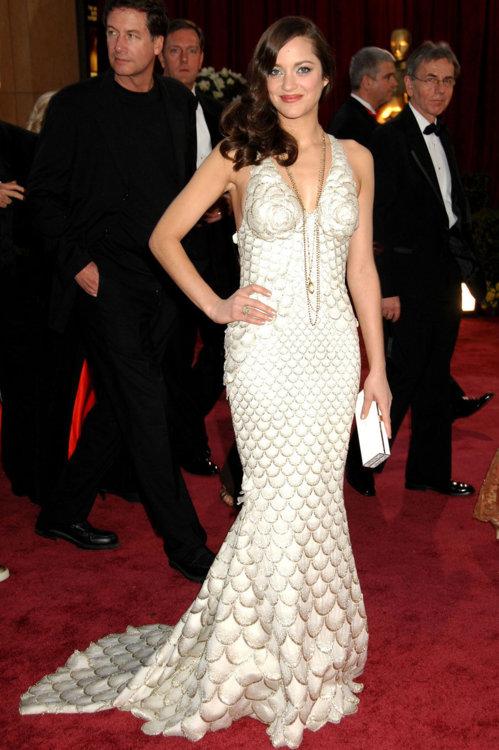 2008 год: Марион Котийяр в платье Jean Paul Gaultier