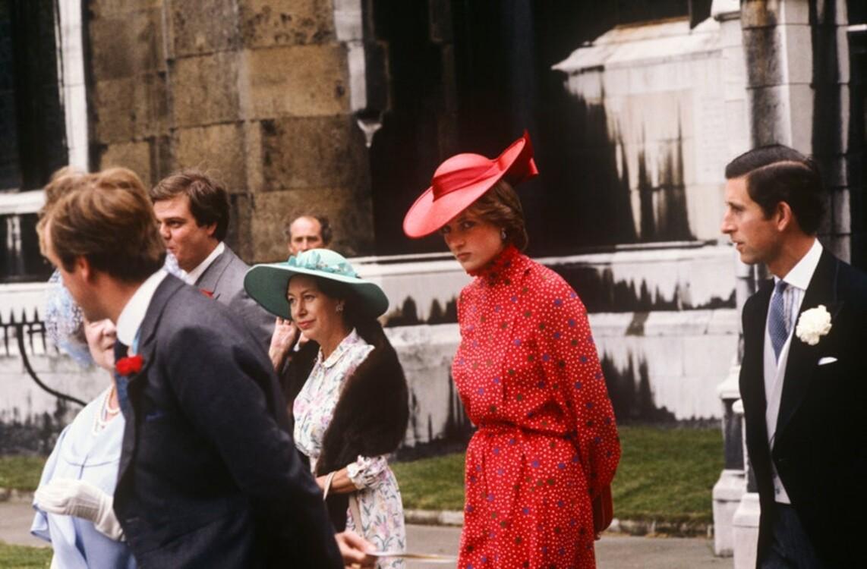 Леди Диана с принцем Чарльзом на свадьбе Николаса Сомса в Лондоне, июнь 1981 год