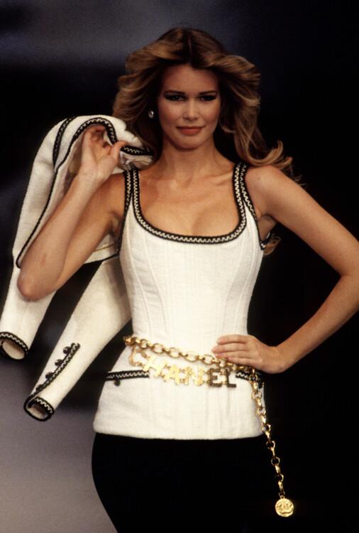 Клаудия Шиффер во время показа Chanel весна-лето 1993