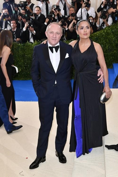 Сальма Хайек в Balenciaga и Франсуа-Анри Пино