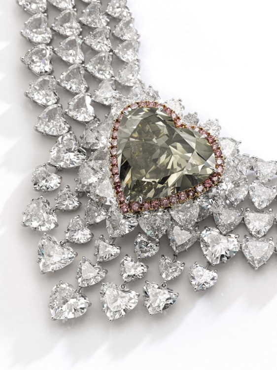 Лот 360 - Spectacular fancy dark brown greenish yellow diamond and diamand necklace, Sotheby's