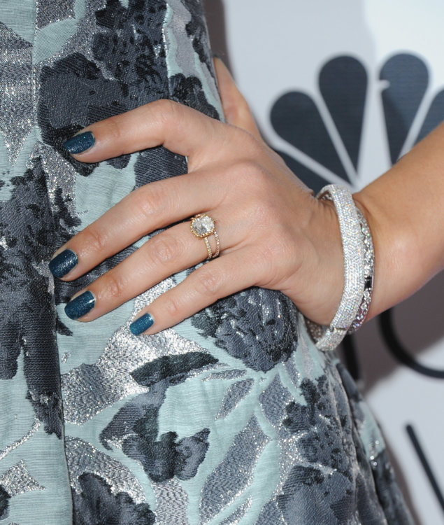 """Обручальное кольцо Джессики Альбы с бриллиантом в 5 карат огранки """"ашер"""" на двойном тонком ободе"""