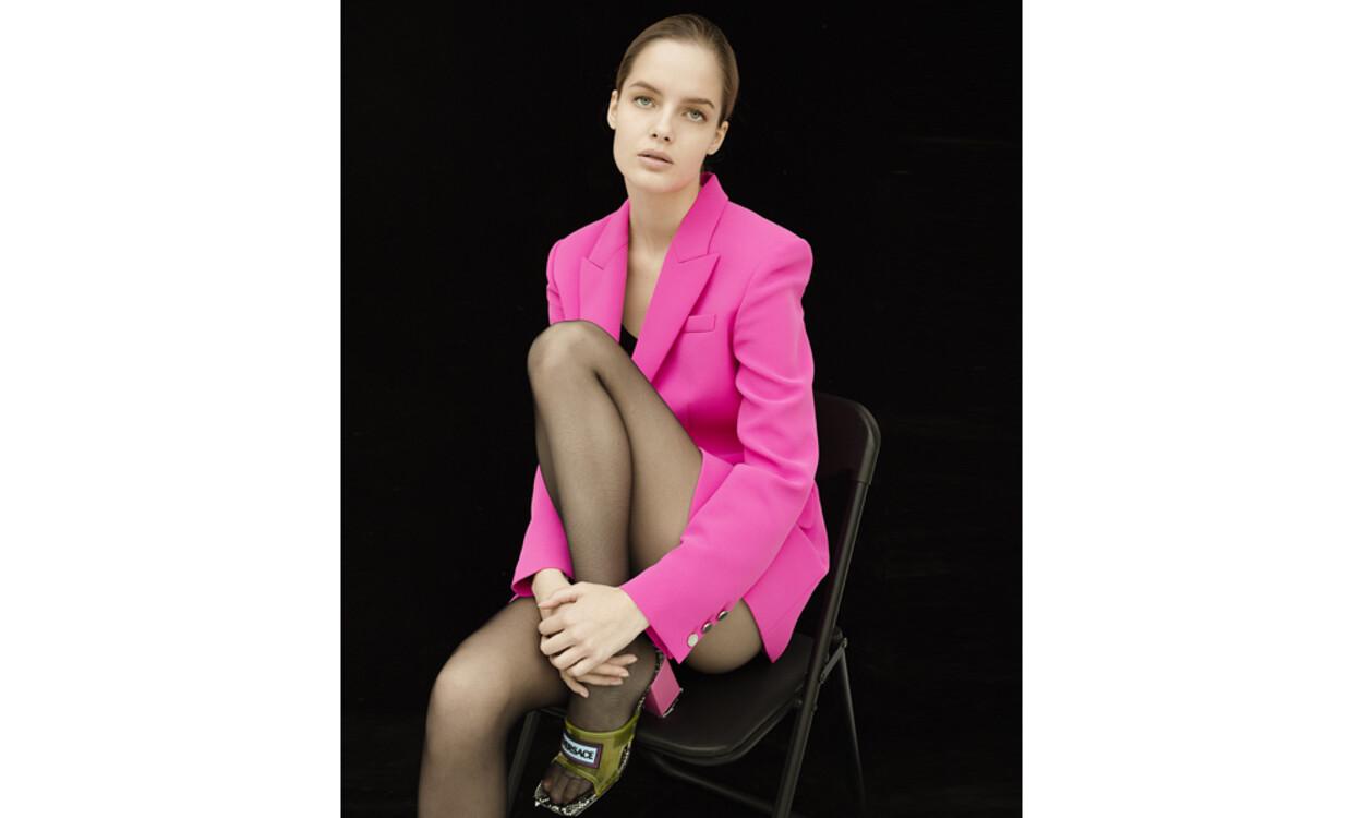На фото: піджак Barbara Bui, туфлі Versace