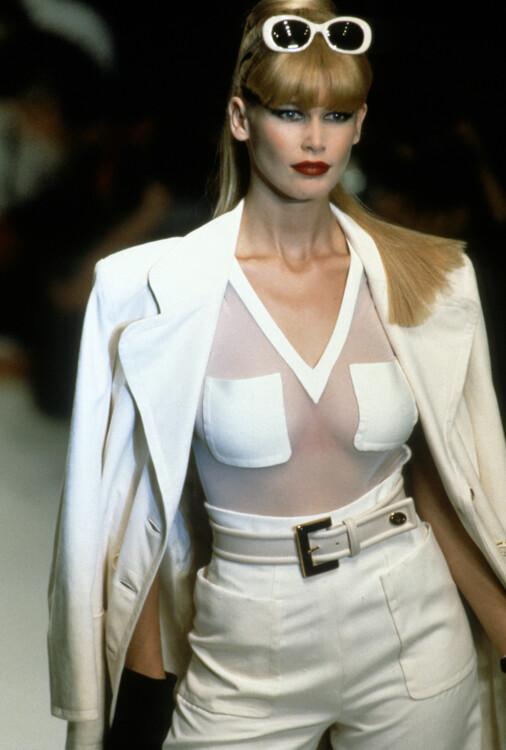 Клаудия Шиффер во время показа Christian Dior весна-лето 1996