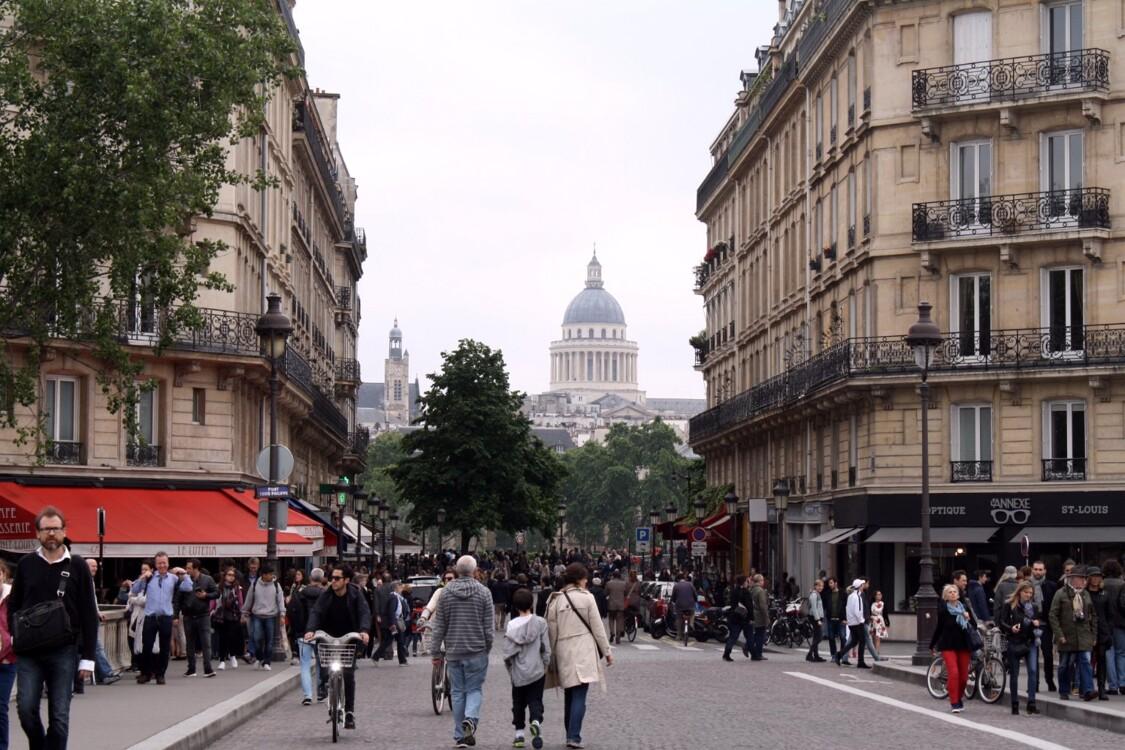 Каждое место, в котором видно парижский Пантеон автоматически становится особенным. Не правда ли?