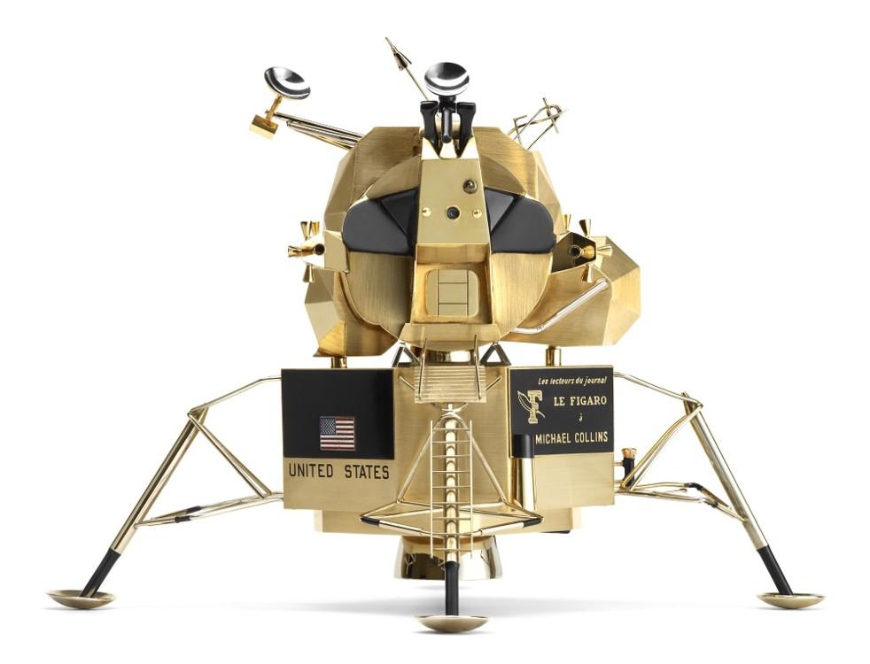 Лунный модуль корабля «Аполлон», также известный как LEM (Lunar Excursion Module) (точная копия) Cartier, Париж, 1969 г. Золото, черный лак