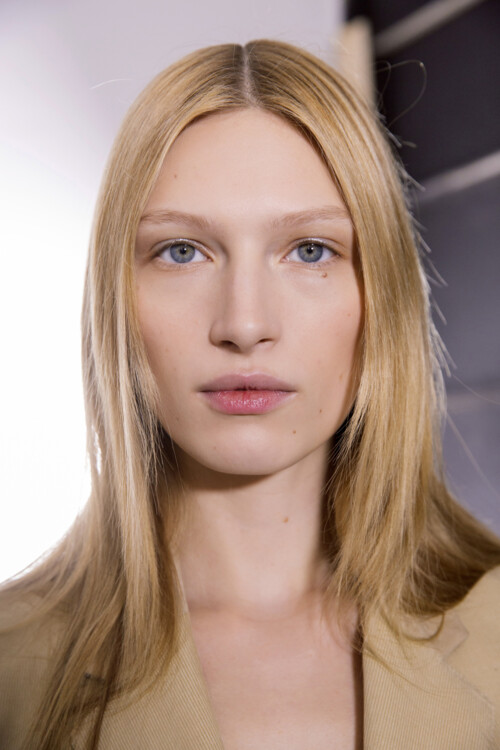 безупречная кожа, мягкие брови, сияющий взгляд фото