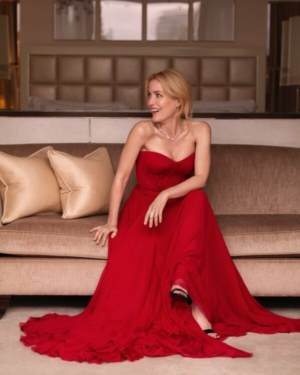 Джиллиан Андерсон в Dolce & Gabbana