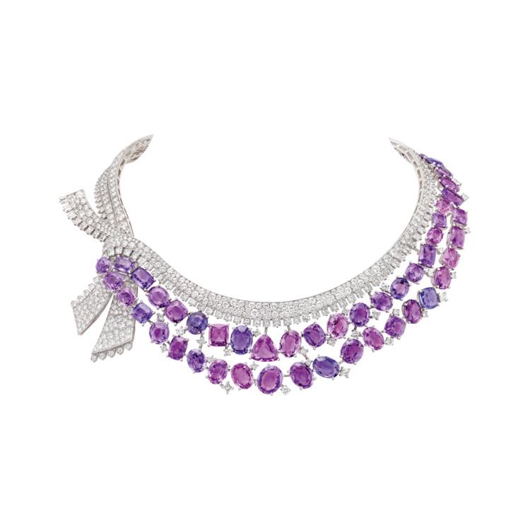 Белое и розовое золото, бриллианты, разноцветные сапфиры, кораллы, красная эмаль, 52 розово-лиловых сапфира общим весом 142,10 карата