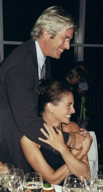 Ричард Гир и Джулия Робертс на церемонии вручения Amnesty International USA Media Spotlight Awards, 1998