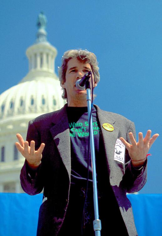Ричард Гир выступает на мероприятии, посвященному Дню Земли, 1990