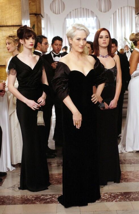Энн Хэтэуэй, Мерил Стрип и Эмили Блант в фильме «Дьявол носит Prada», 2006