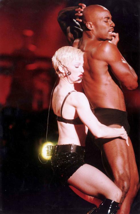Выступление Мадонны на стадионе Уэмбли, 1993