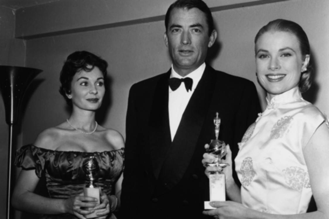 Джин Симмонс, Грегори Пек и Грейс Келли, 1956