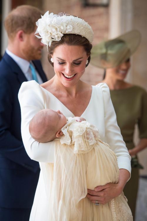 Герцогиня Кэтрин в Alexander McQueen на крестинах принца Луи
