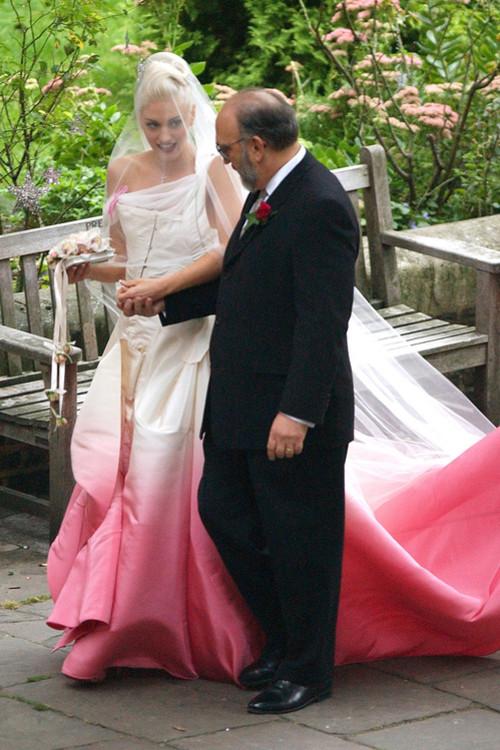 Гвен Стефани в розовом платье Christian Dior (дизайнер Джон Гальяно)