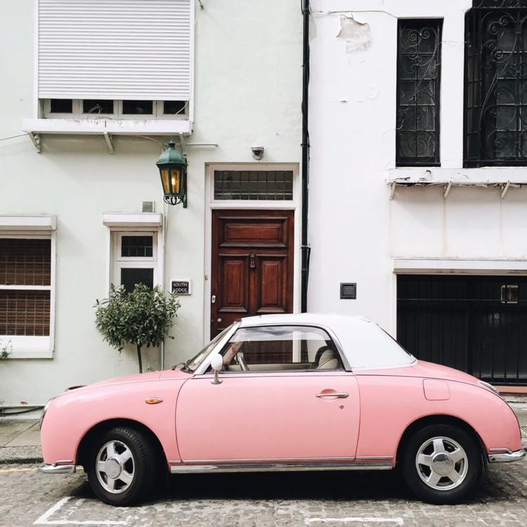 Розовый Figaro на на Gloucester Road