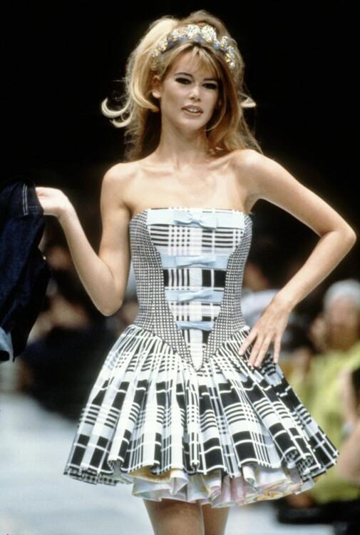 Клаудиа Шиффер на показе Versace весна-лето 1992